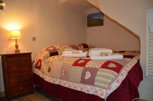 superking luxury hotel bed